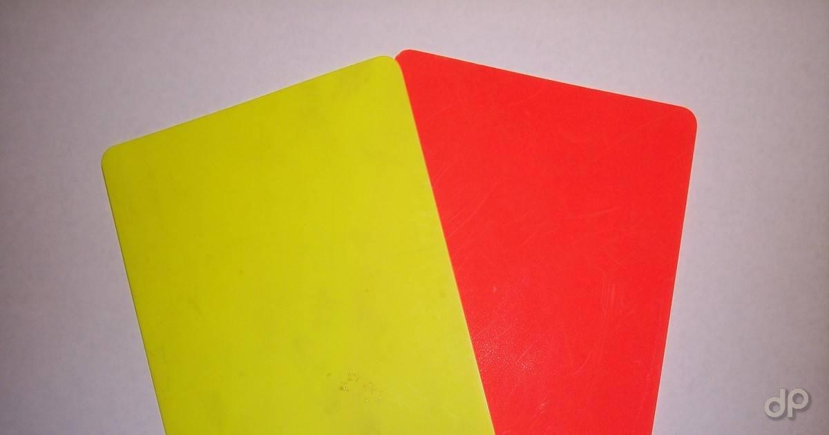 Cartellino giallo e cartellino rosso