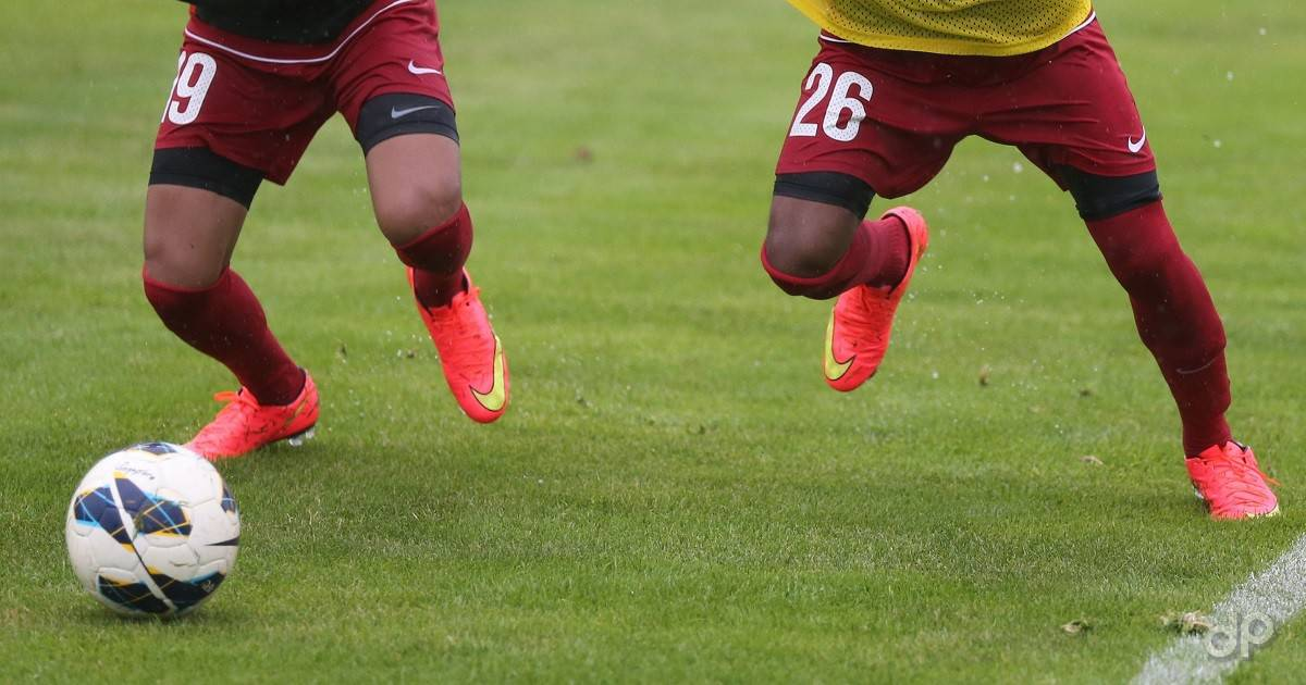 Giocatori in azione pantaloni rossi