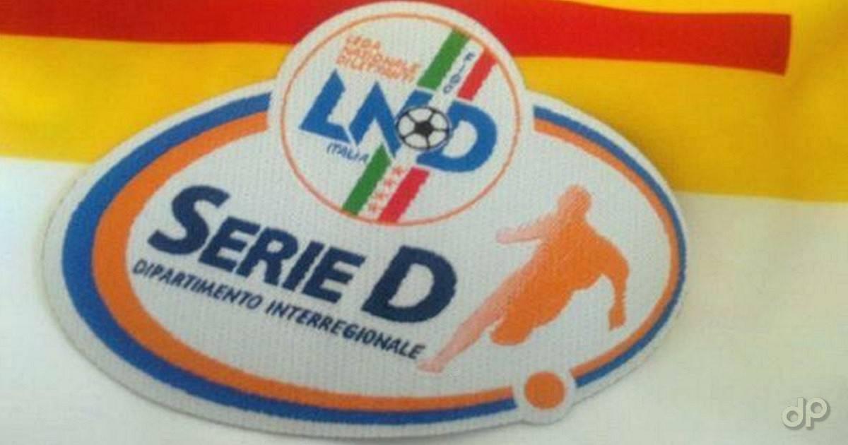 Logo Serie D sfondo bianco e giallo stoffa