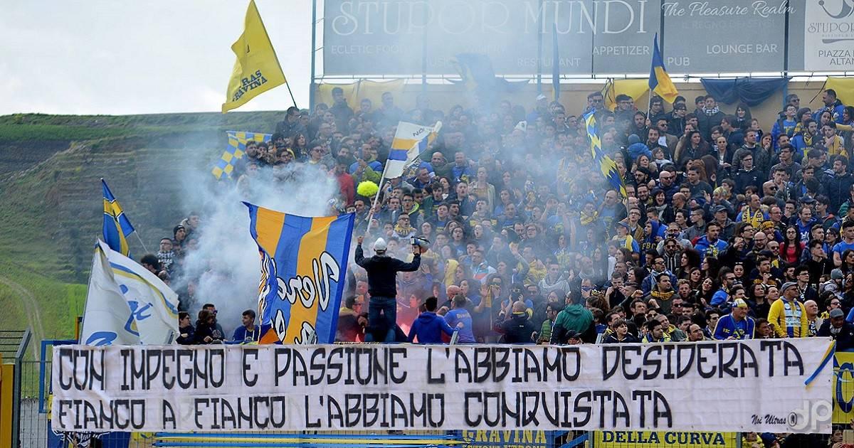 La tifoseria del Gravina festeggia la promozione in Serie D