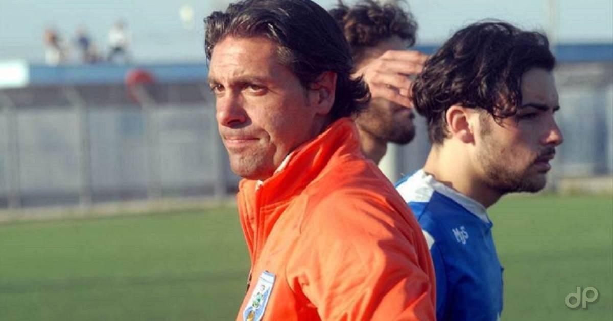 Giuseppe Laterza allenatore Fasano 2017 in giacca arancione