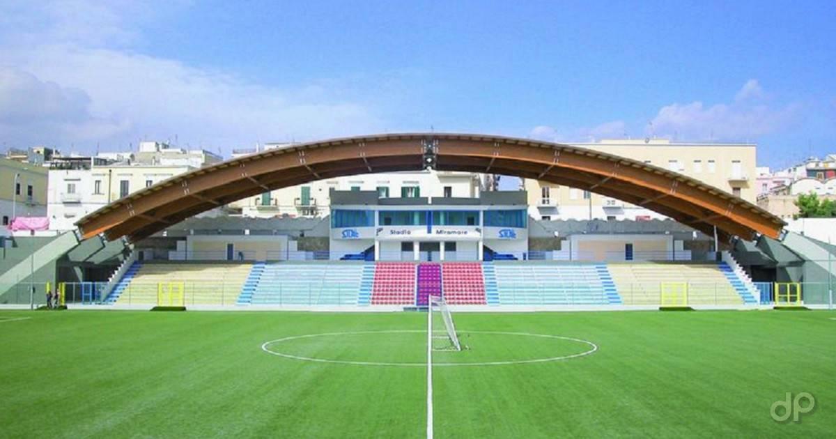"""Lo stadio """"Miramare"""" di Manfredonia"""