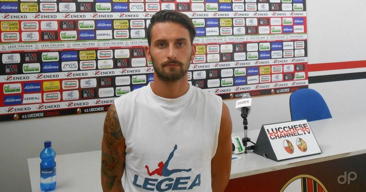 Alex Benvenga con la maglia della Lucchese