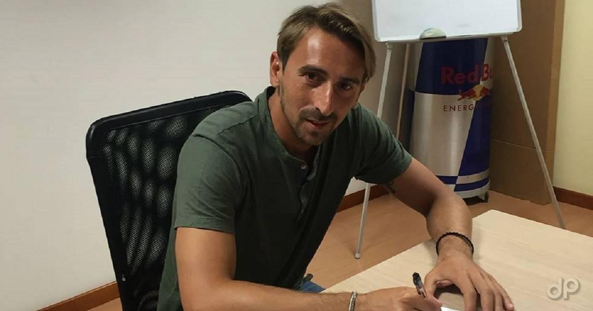 Michele Lanzillotta firma con il Gravina 2017