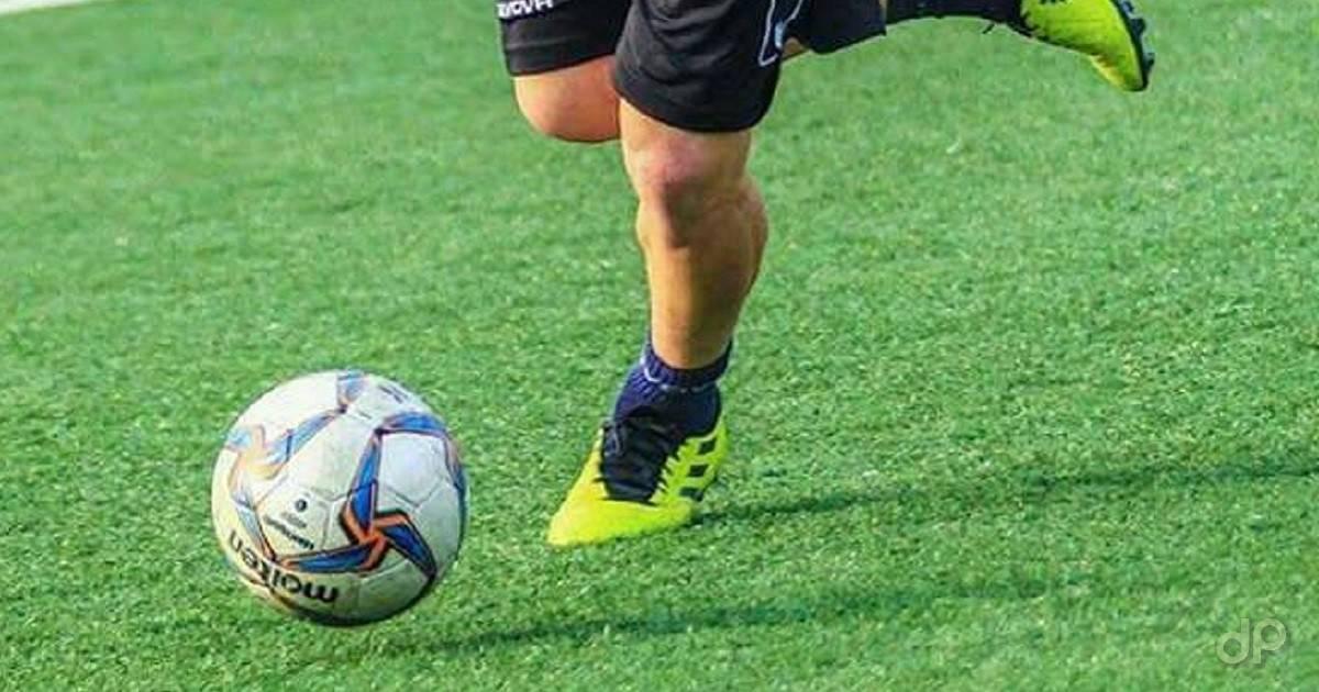 Pallone LND calciato su erba