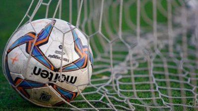 Primo piano di un pallone LND in rete