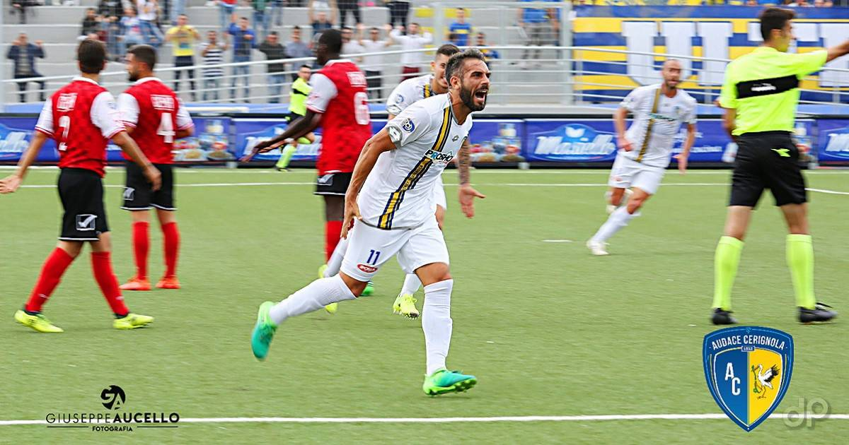 L'esultanza di Montaldi dopo il gol contro la Turris 2017