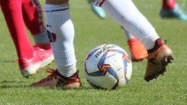 Pallone giocatori calzettoni rossi e bianchi