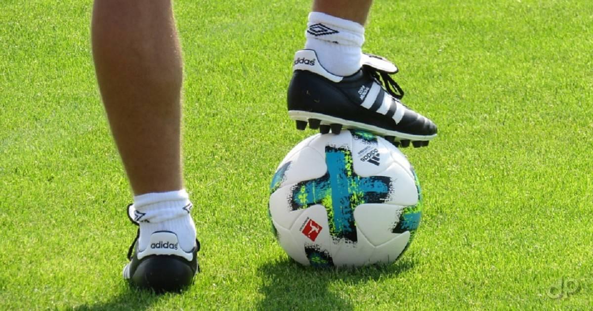 Pallone calcio stoppato