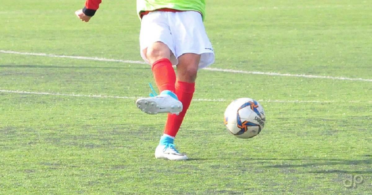 Giocatore pallone calcio allenamento