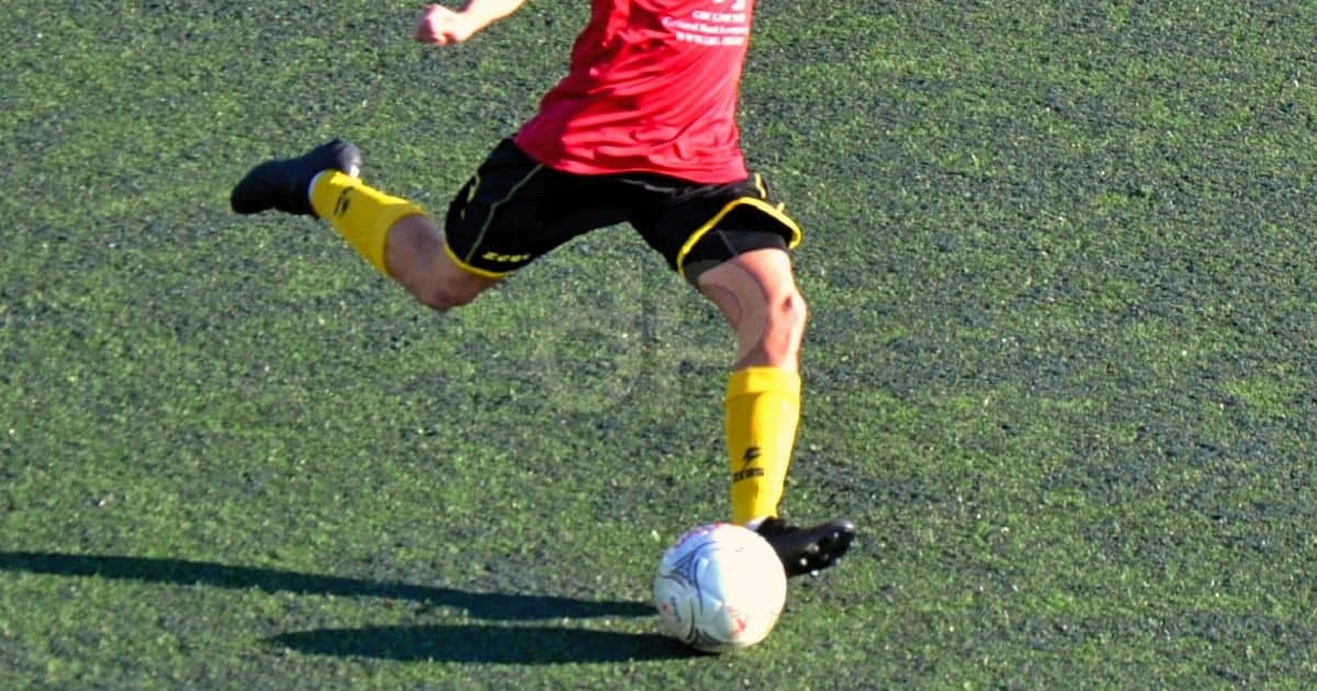 Giocatore pallone Lnd calzettoni gialli