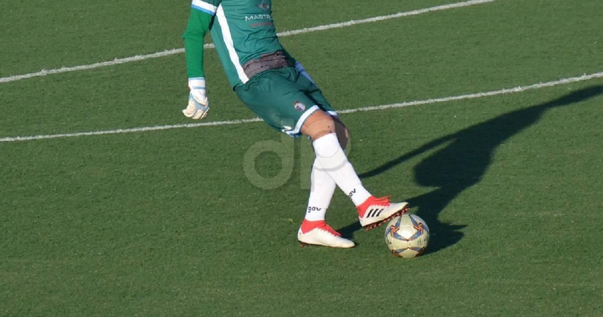 Giocatore pallone Lnd maglia verde