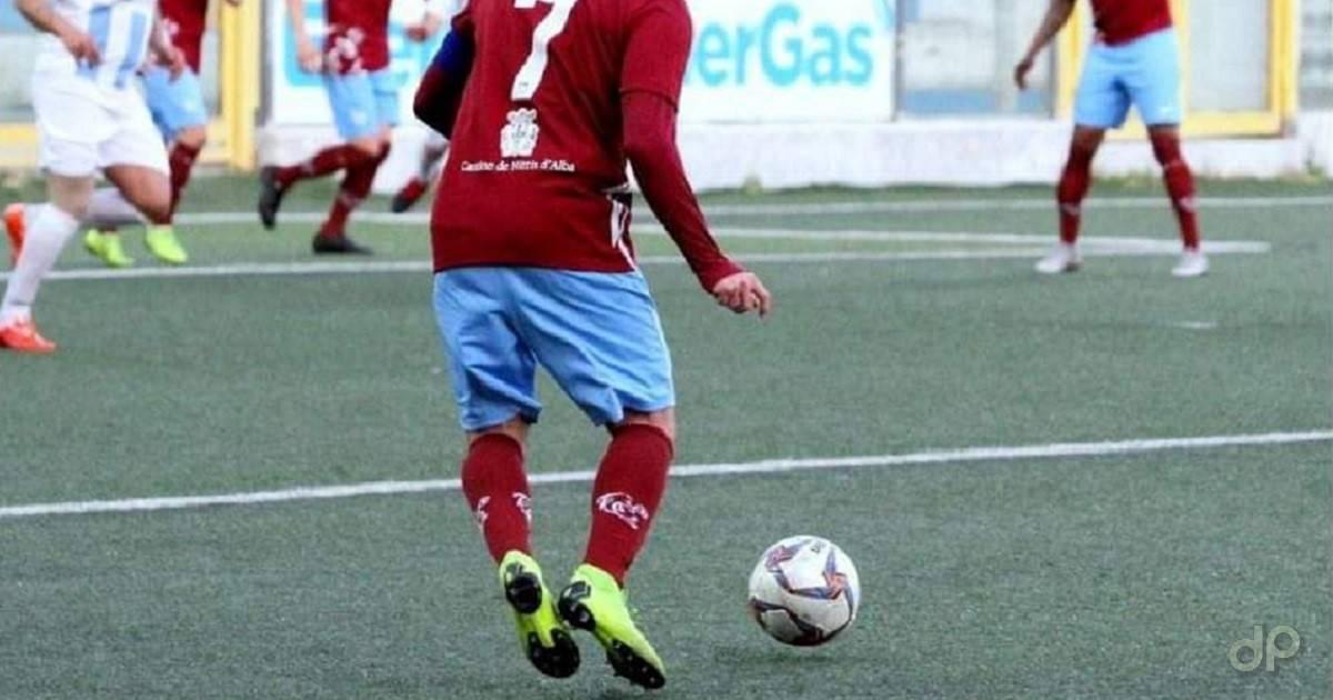 Giocatore Lnd pallone calzettoni rossi