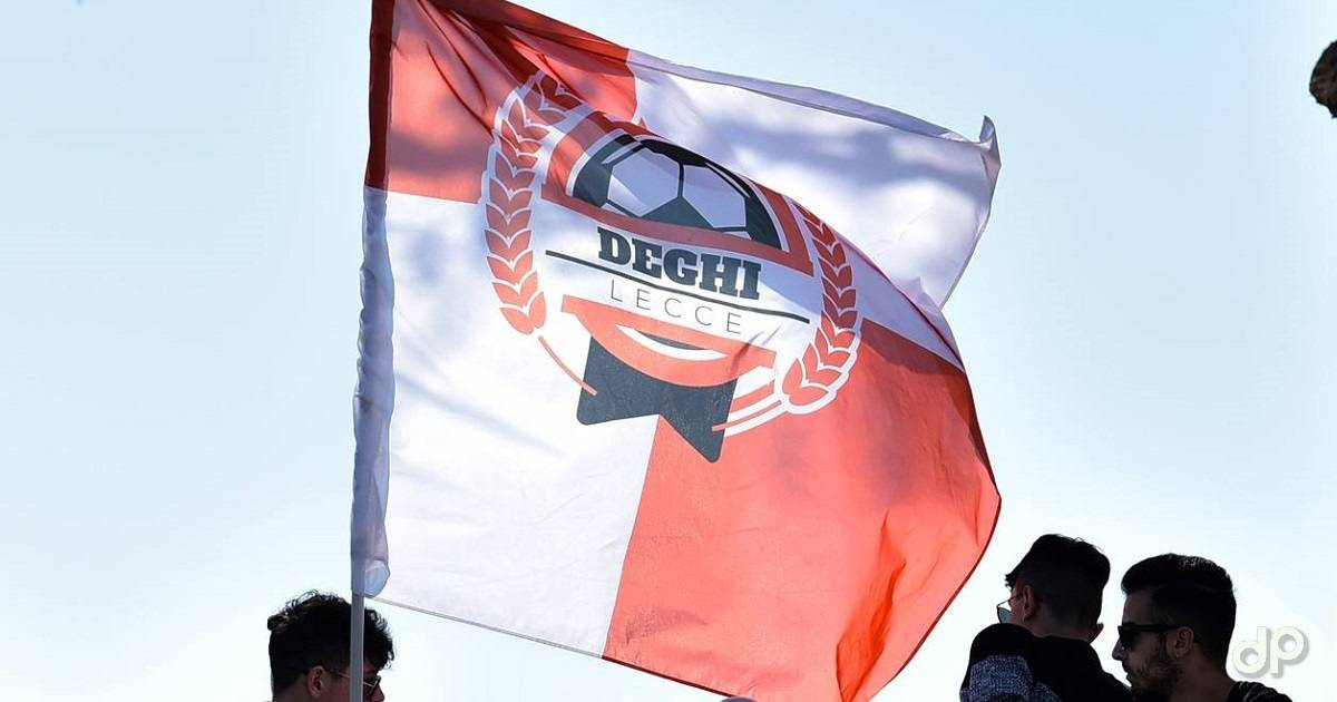 Bandiera tifosi Deghi Lecce