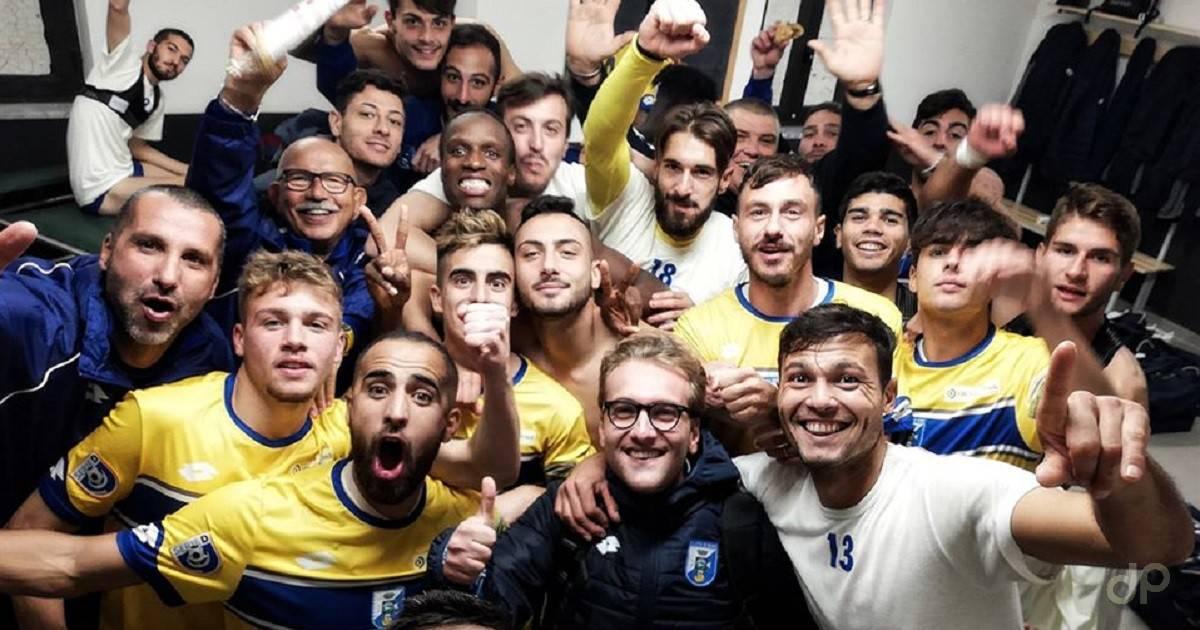 Esultanza biancazzurri dopo Savoia-Fasano Coppa Italia 2019