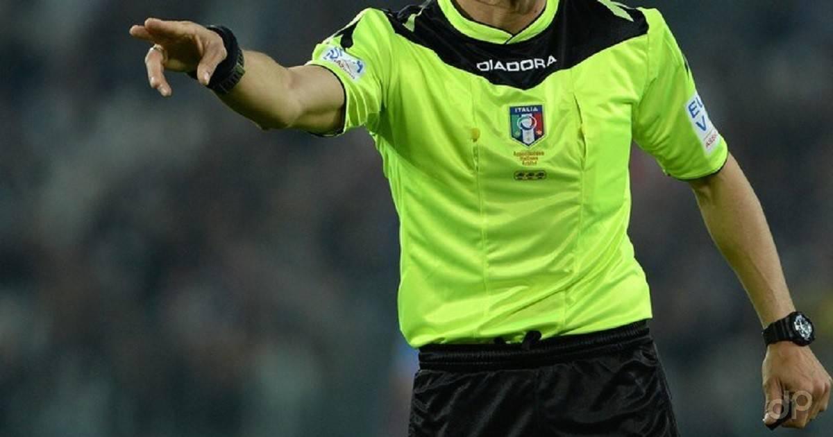 Arbitro maglia gialla fronte