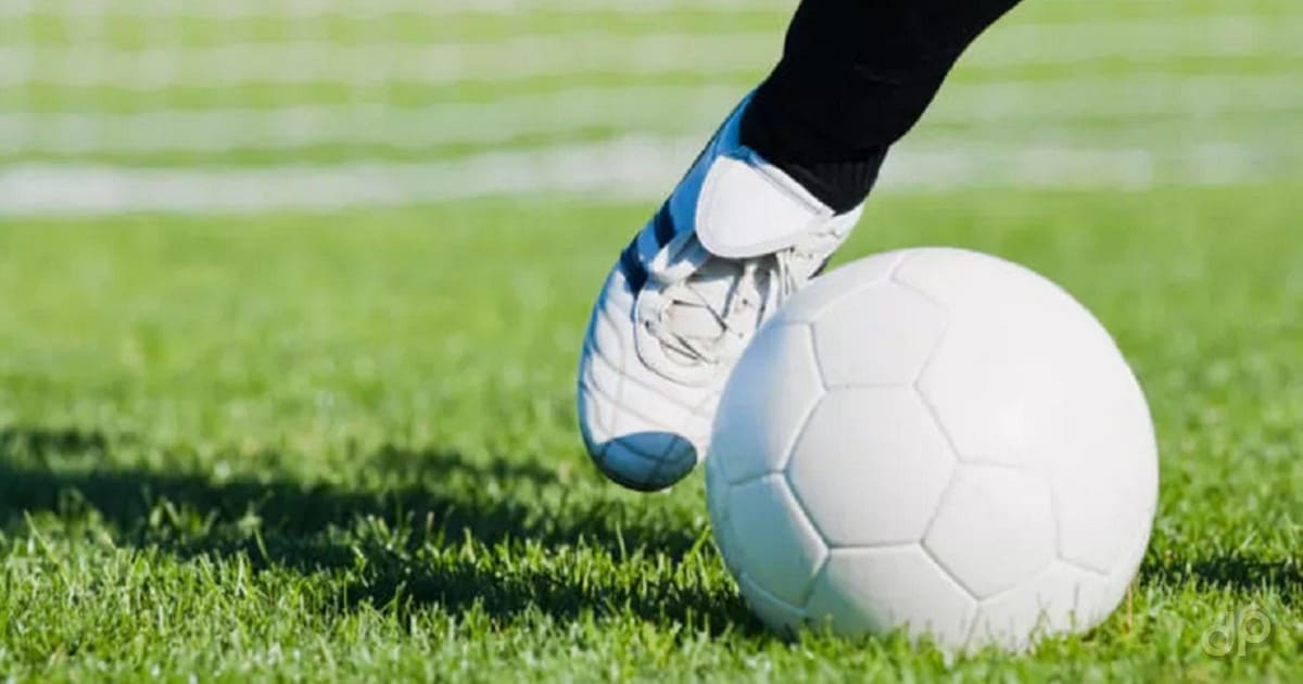 Pallone calcio bianco