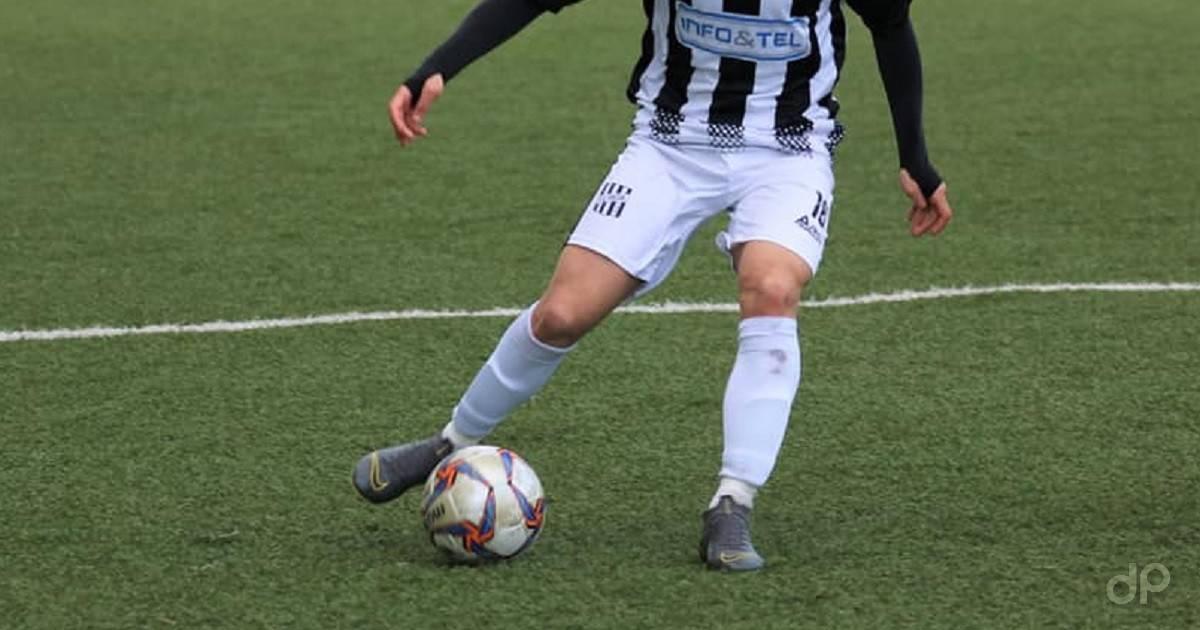 Giocatore pallone Lnd maglia bianconera